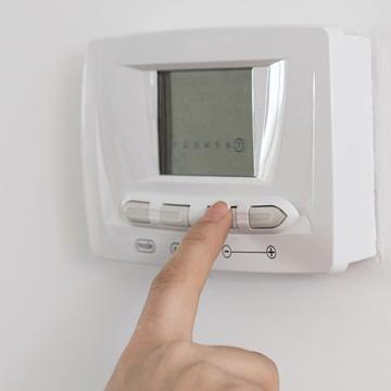Thermostat et système de régulation
